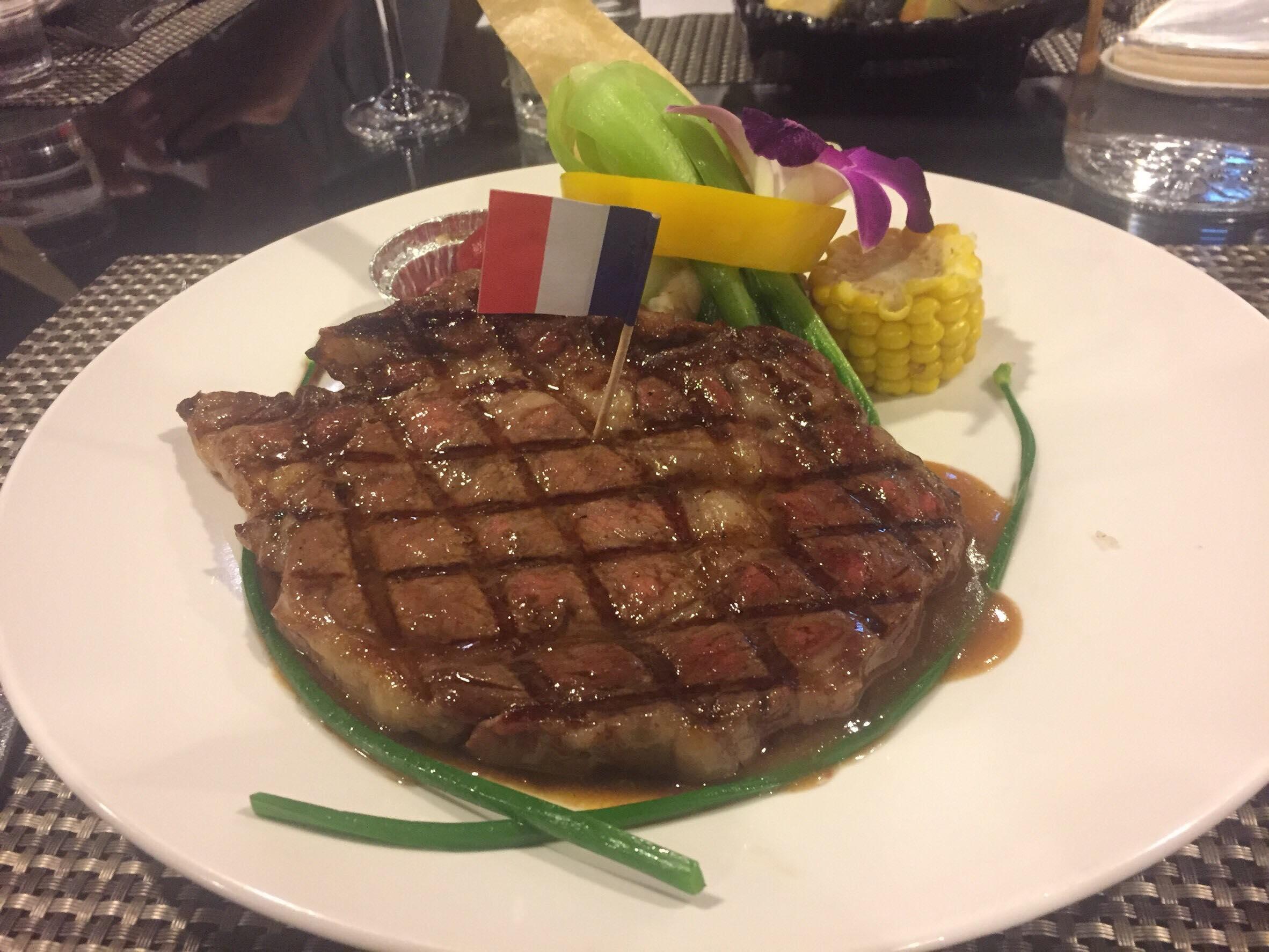 精選美國炭烤牛小排$720,雲霧西餐廳晚餐價格約$500-$880。