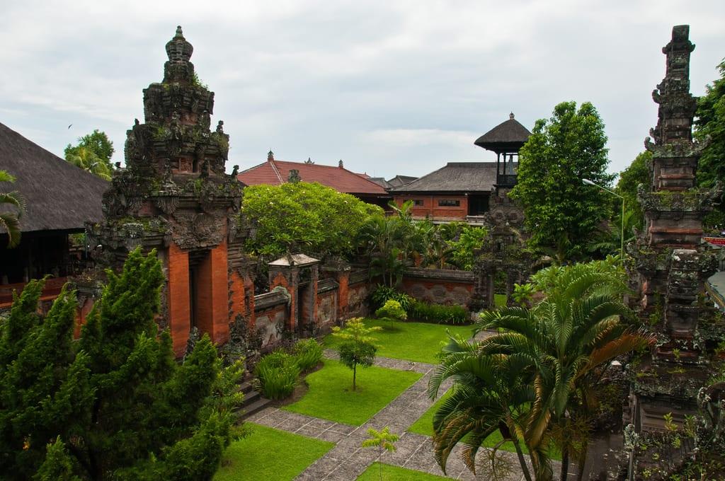 峇里博物館外觀。來源:http://bit.ly/2A6k8vw。