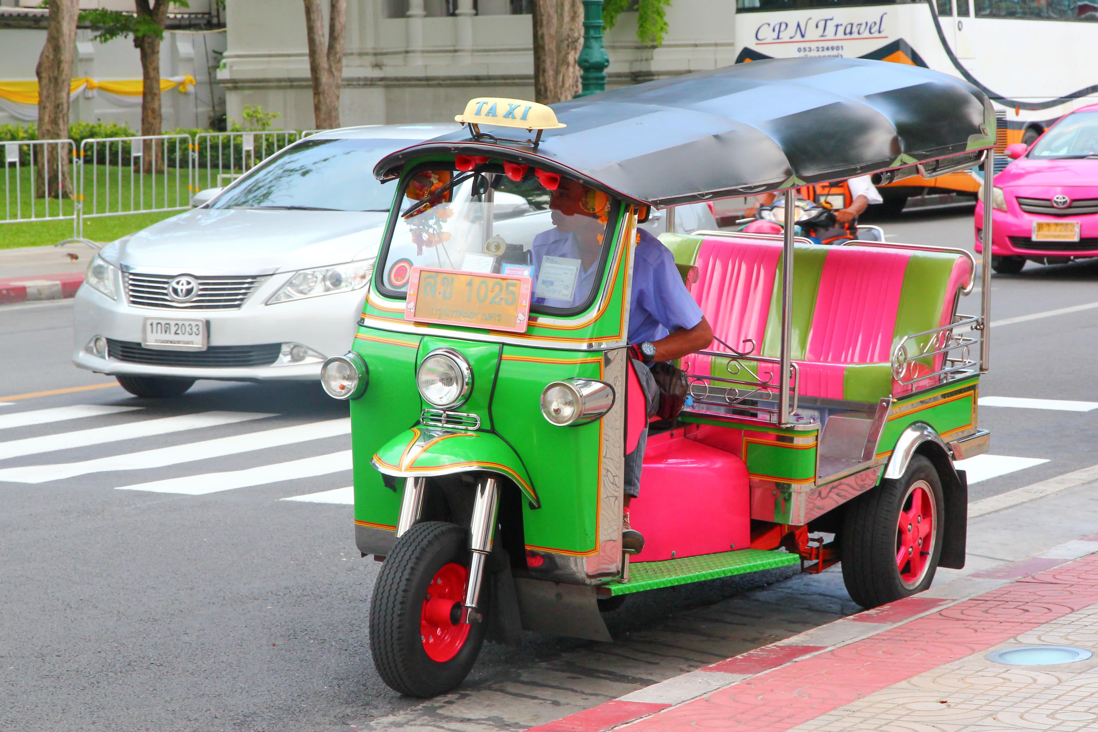 嘟嘟車常會亂喊價,搭乘要小心喔!攝影:Rex。