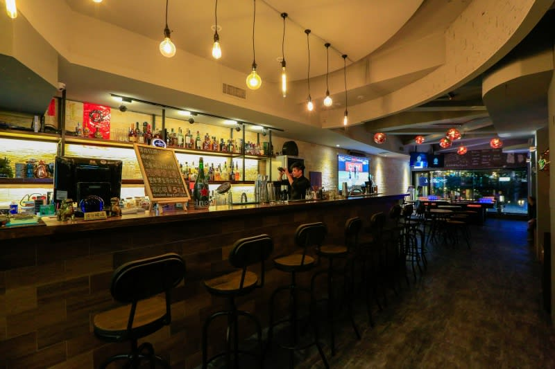 89 LOOP Sports Bar