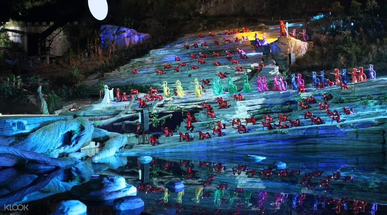 想像在天門山峽谷中看表演,是多麼興奮的一件事。