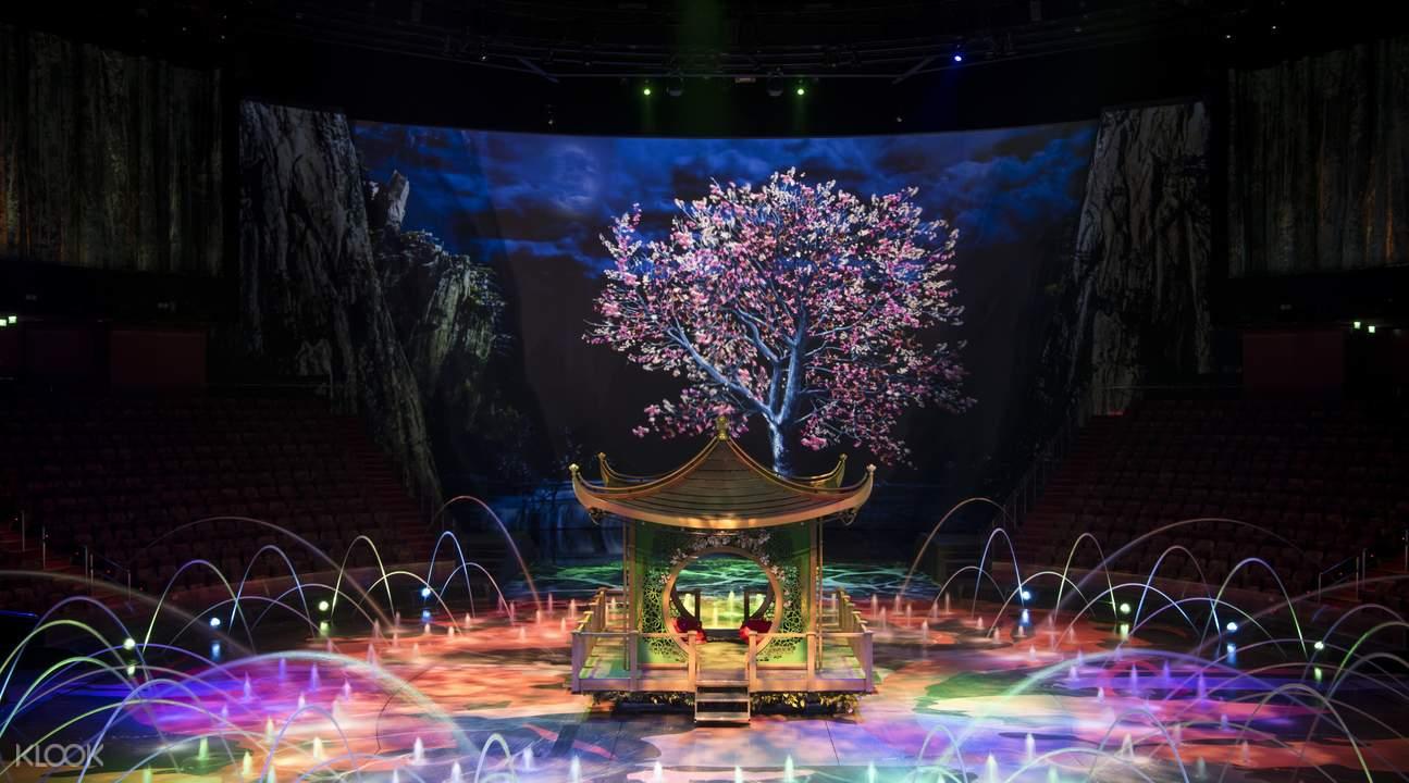 絢麗磅礡的舞台,不愧是耗資超過2.5億美金打造。