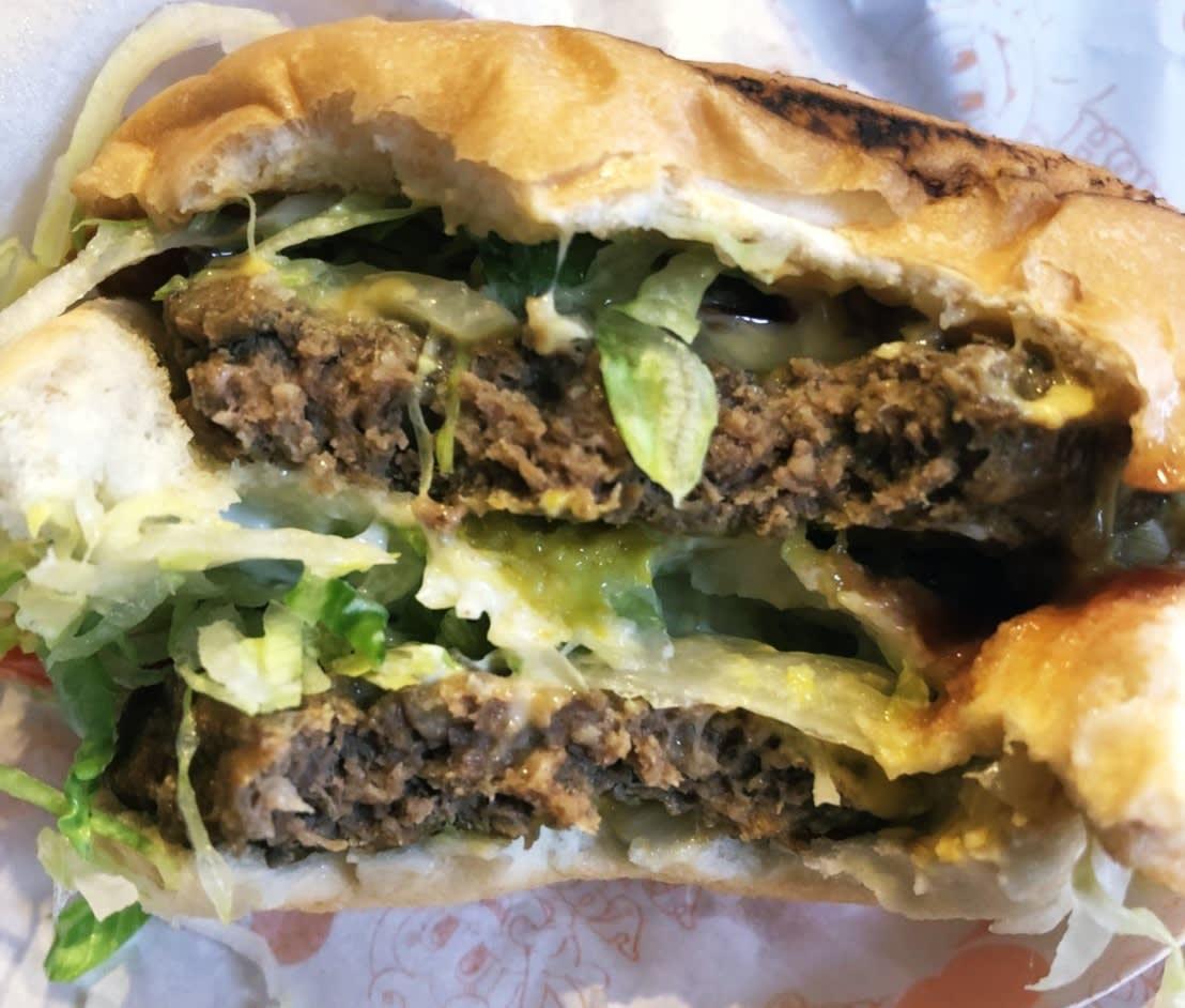 六福村美國大西部,漢堡店,雙層起司牛肉堡。
