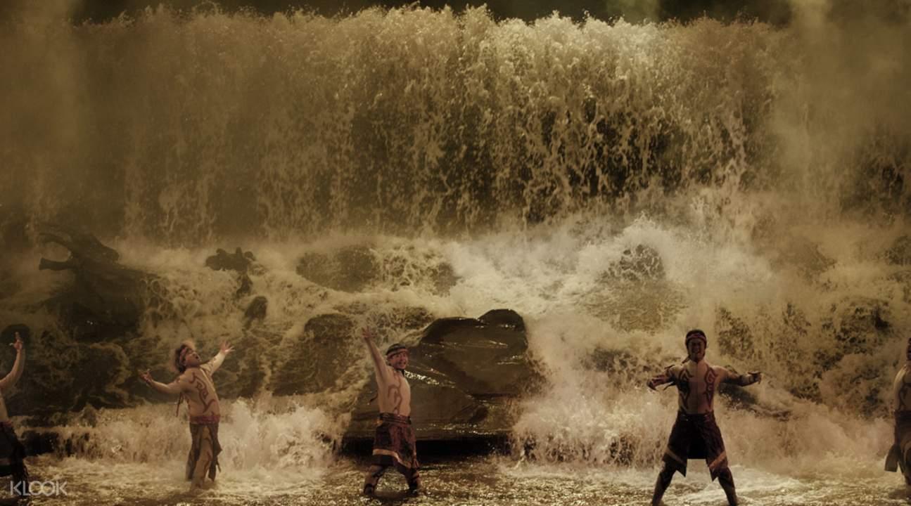 這場洪水的章節表演,堪稱高潮看點。