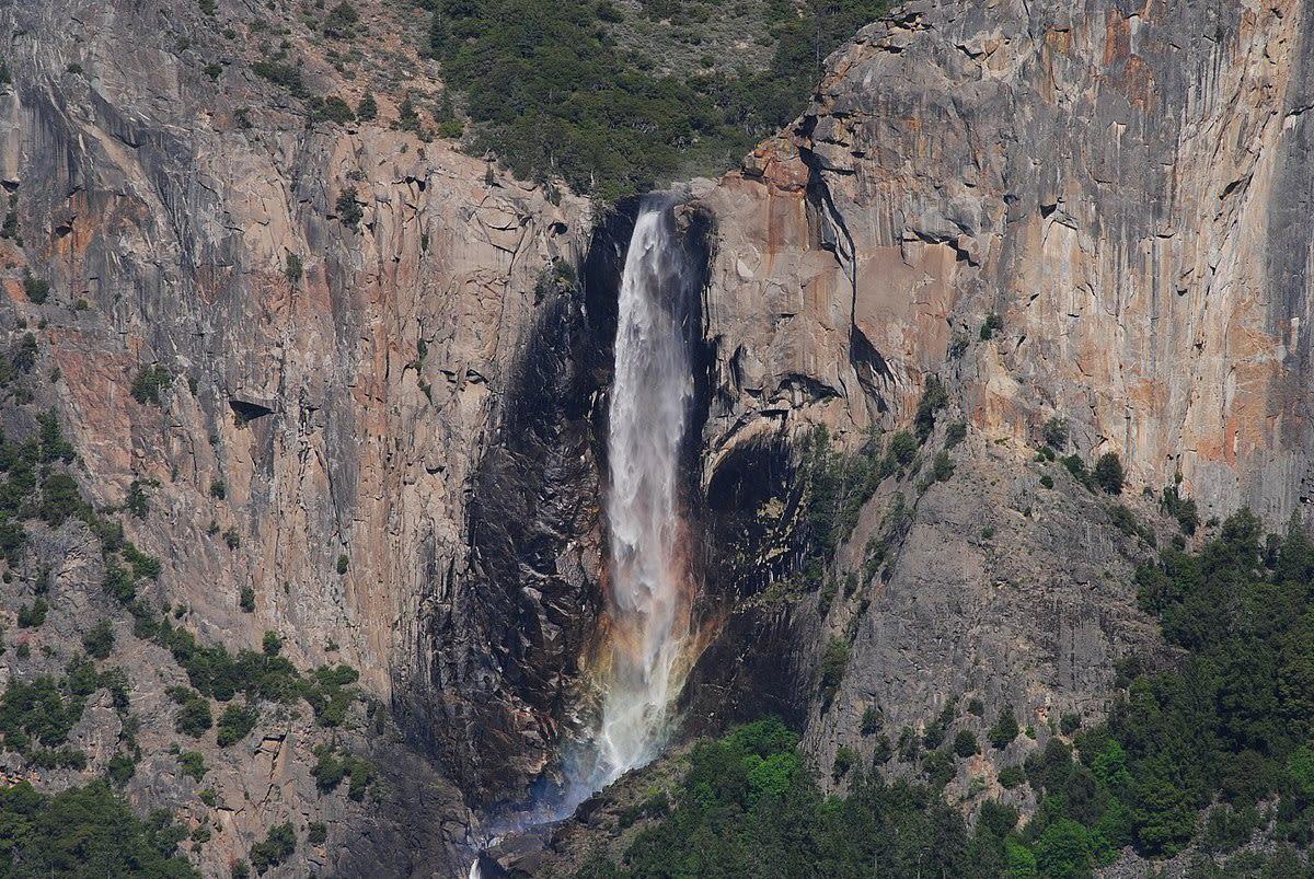 Bridelveil Falls|圖片來源:Wikipedia https://goo.gl/Kdmv8S