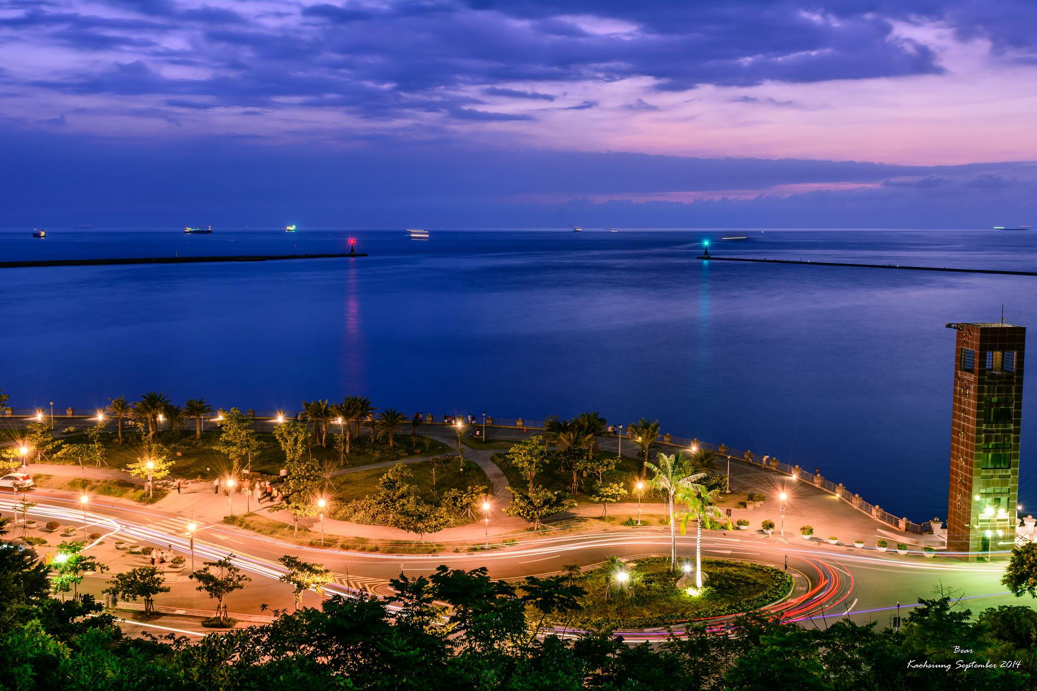 高雄西子灣夜景。圖片取自:Flickr 大雄 汪