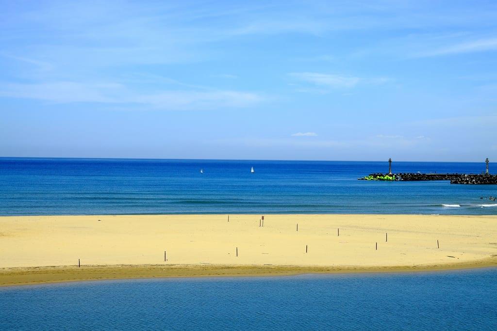 福隆海水浴場,交通很方便,沙質也很細。圖片取自:Flickr 噗啦魚