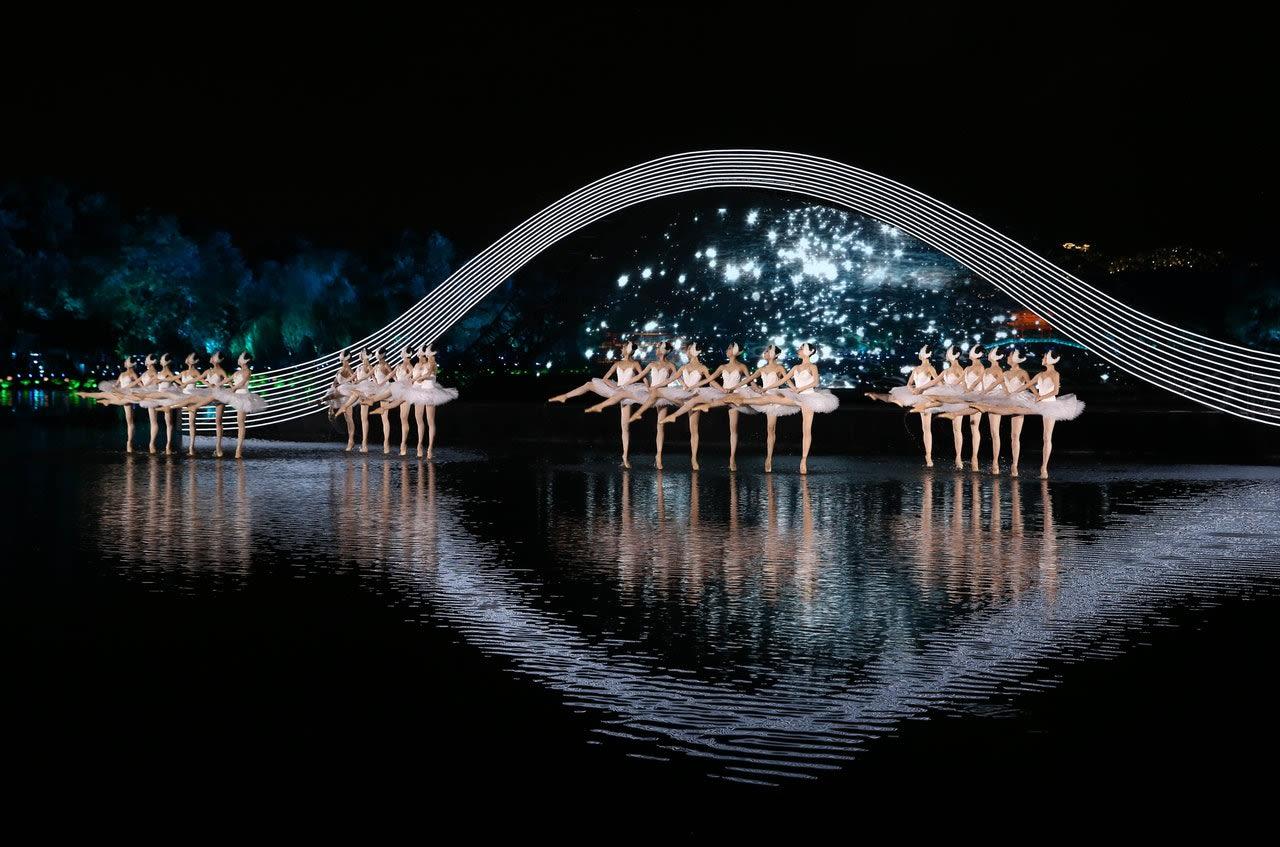 張藝謀曾說最滿意的曲目就是天鵝湖(圖片取自新華社)。