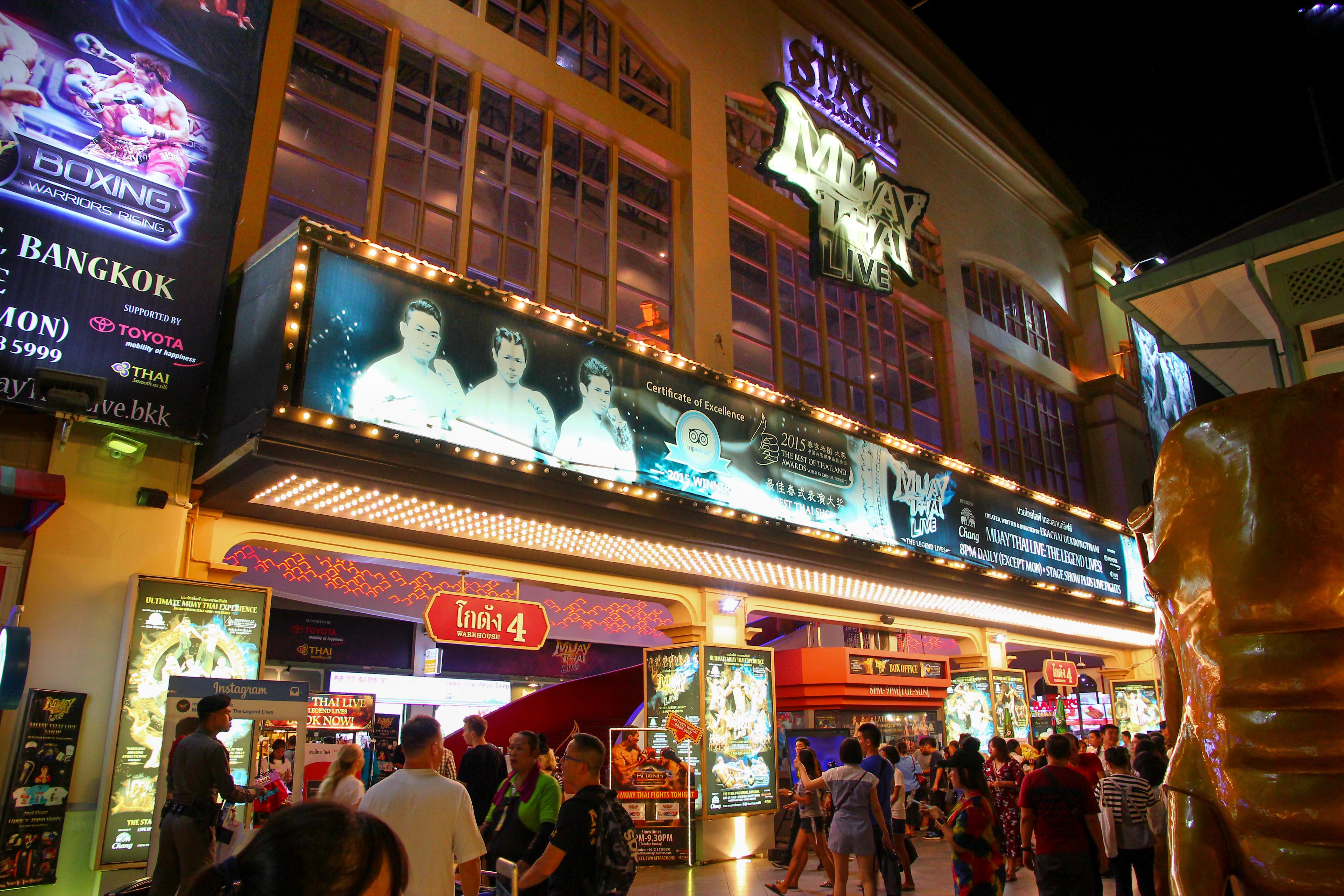 Muy Thai Live場館的外觀就像電影院一樣!攝影:Rex。