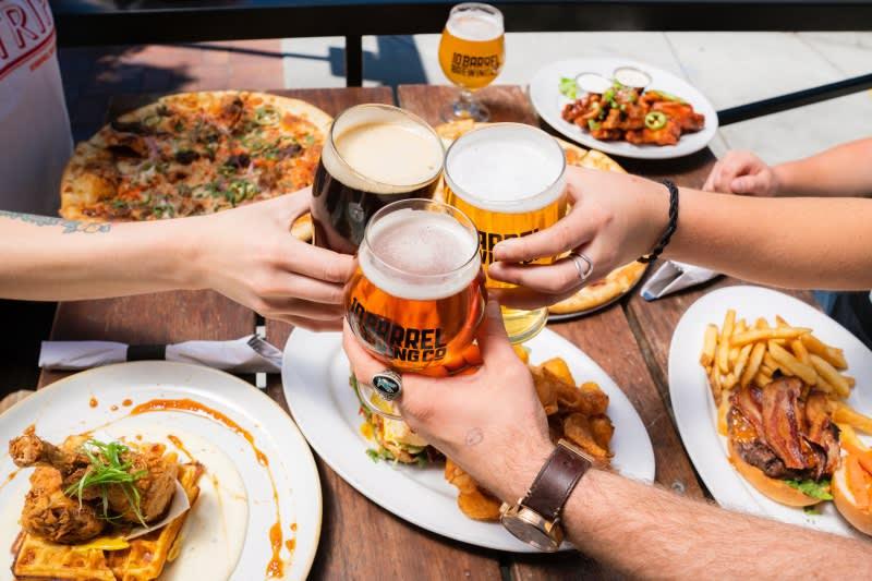 【2018啤酒節】還在瘋德國啤酒節?精選5大亞洲啤酒節 你都去過了嗎,Photo by Elevate on Unsplash