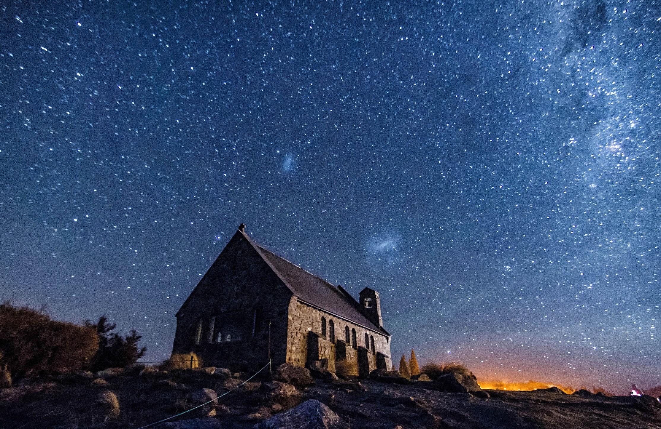 紐西蘭流星,圖片取自mackenzienz.com。