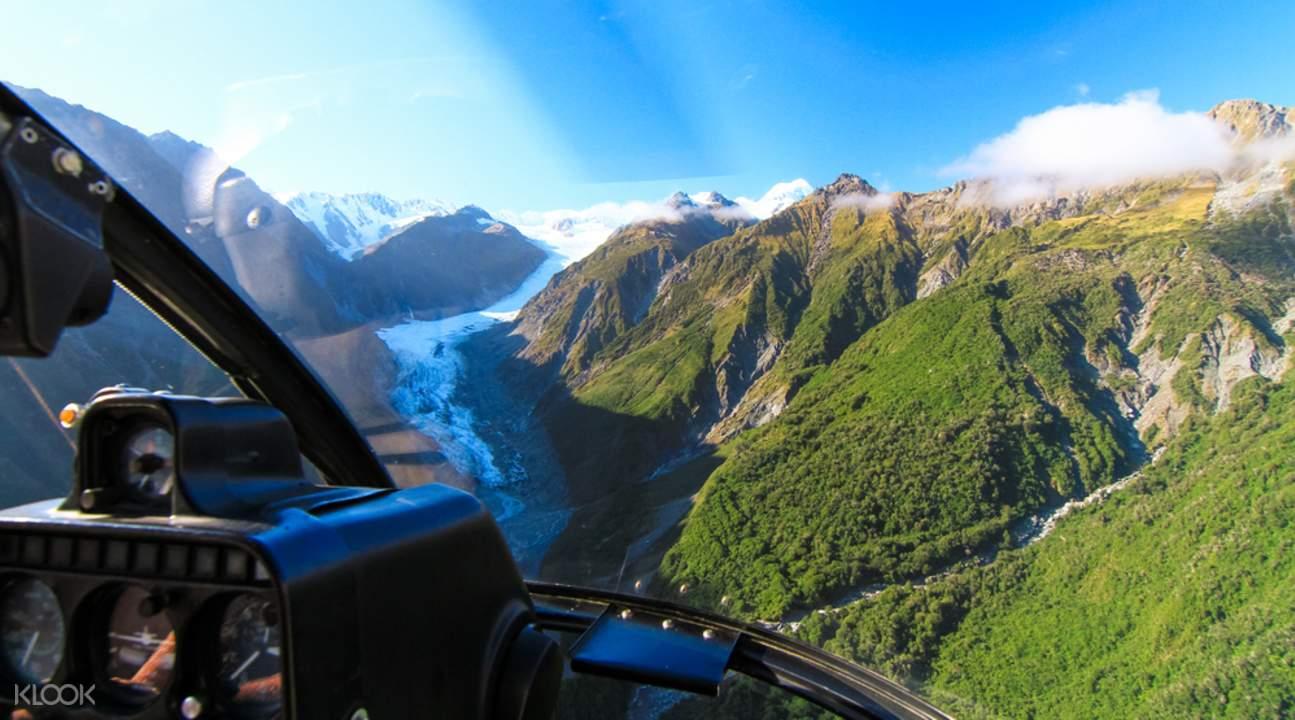 搭乘直升機準備邁開一段刺激難忘的冰川旅程。