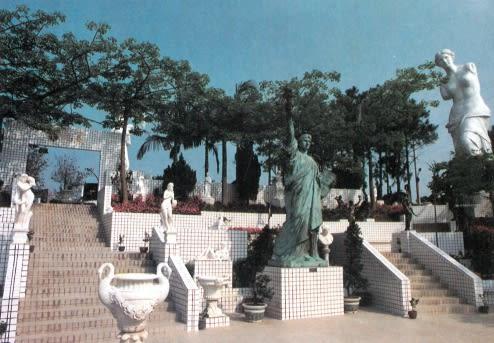 錯落的雕像,圖片來自普天宮官網。