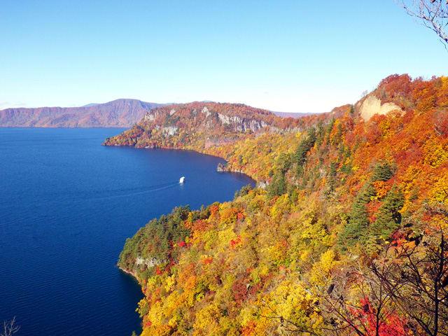 十和田湖的山水之景,美不剩收。(圖片取自www.rurubu.com)