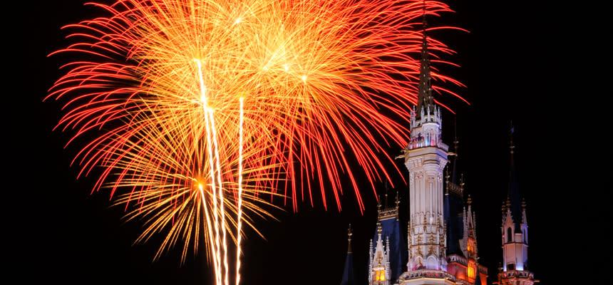 迪士尼樂園,城堡的燈光煙火秀。
