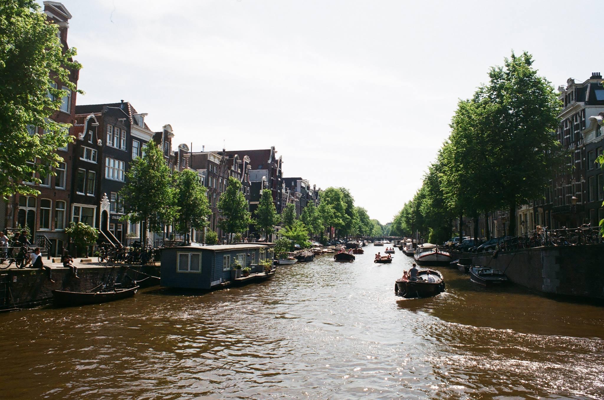 與運河共存的阿姆斯特丹。攝影:Mars。