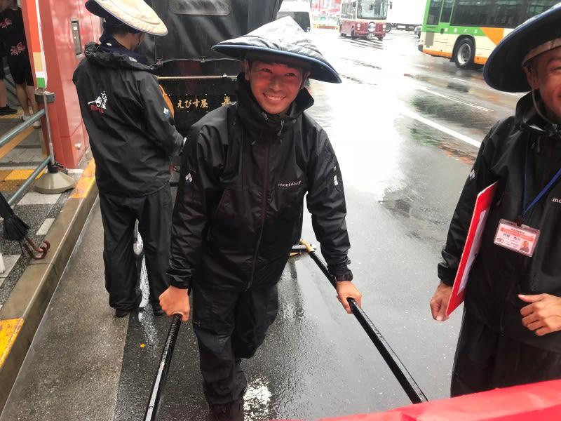 人力車的車伕,非常活潑也很幽默,會一直跟客人聊天喔!圖片取自:Ann Shih。