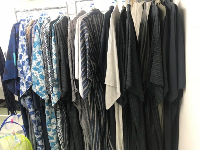 淺草愛和服,男生樣式雖然色系比較沒有那麼繽紛,但仍有多種款式。圖片取自:Ann Shih。