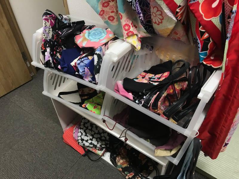 女生的手提包包。圖片取自:Ann Shih。