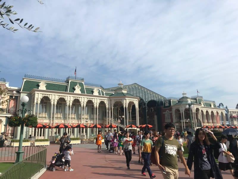 迪士尼樂園,萬聖節擺設陽傘。