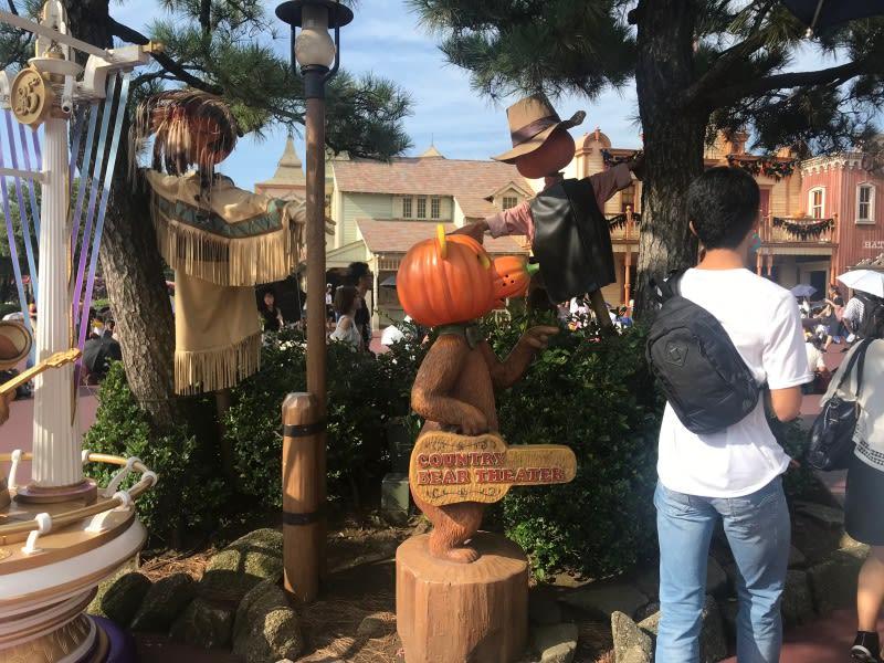 迪士尼樂園,有南瓜人跟幽靈。