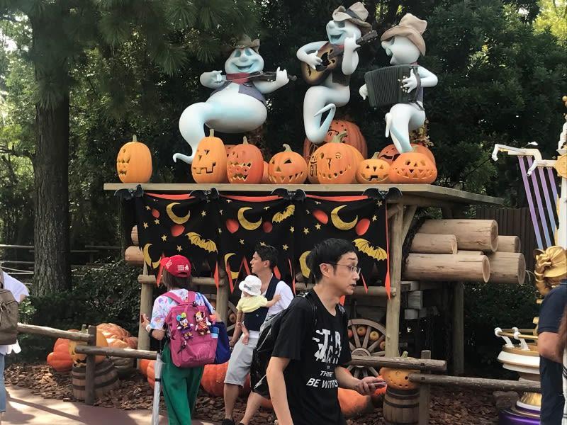 迪士尼樂園,有南瓜跟幽靈。