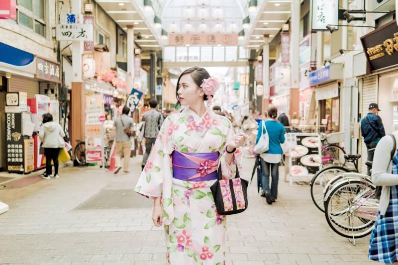旁邊的商店街內也很有日式的氣氛。圖片取自:Ann Shih。