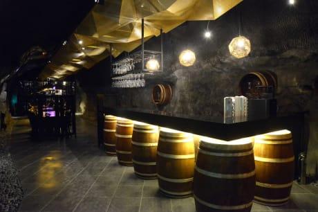 光明洞窟內的紅酒餐廳 來源:官網