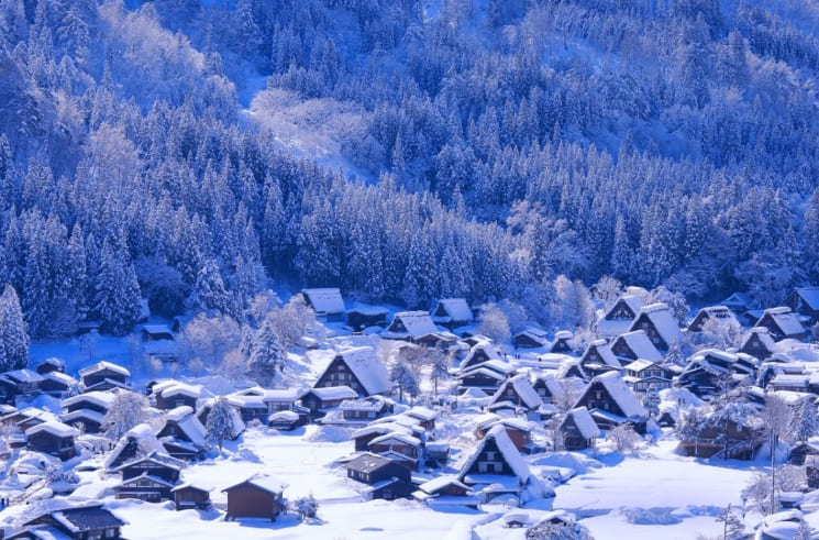 合掌村冬景。(圖片取自zh-tw.zekkeijapan.com)