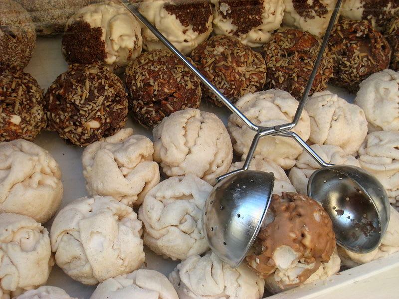 雪球餅乾Schneebälle,圖片取自wikimedia。