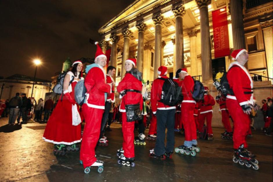 在聖誕節前夕,所有老老少少早起成群結隊的溜冰到教堂,圖片取自www.samujana.com。