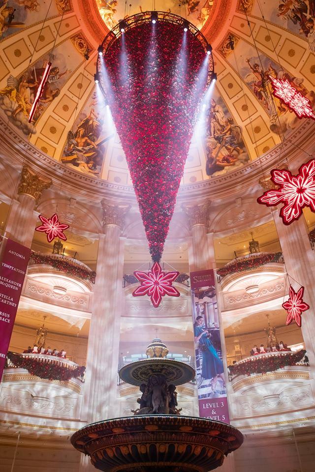 澳門巴黎人的顛倒聖誕樹 來源:fb @TheParisianMacao