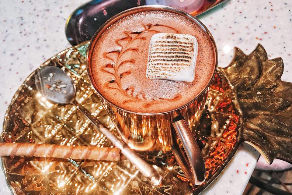 香濃可可歐蕾,口感滑順,搭配烤棉花糖,最適合冬天來上一杯。