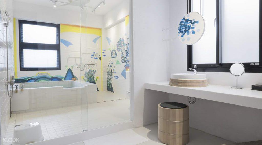 「礁溪秘境+」湯屋,是創作者未來想像的圖像,其實就是展現城市當中人們現實與非現實之間的交疊與錯覺。