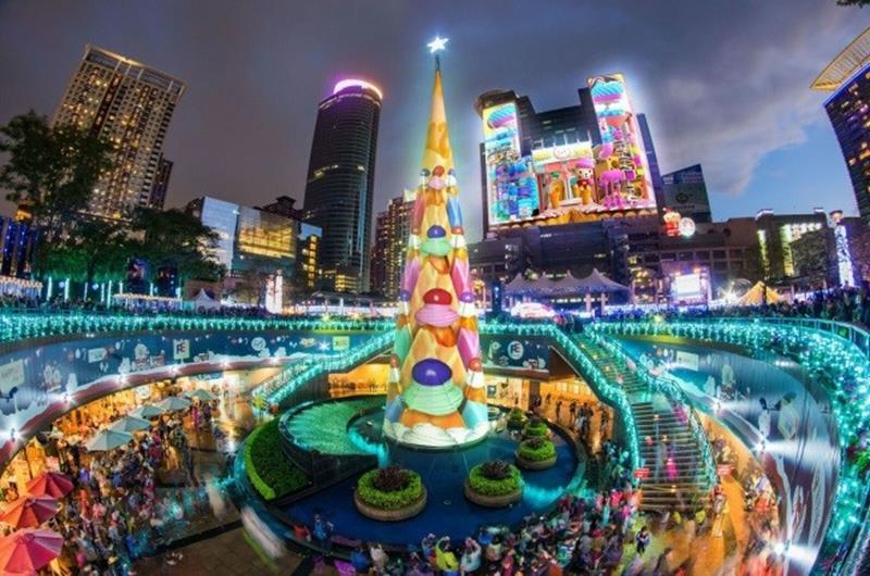 耶誕主燈秀(照片來源:2018新北市歡樂耶誕城活動官網)https://bit.ly/2Px2don
