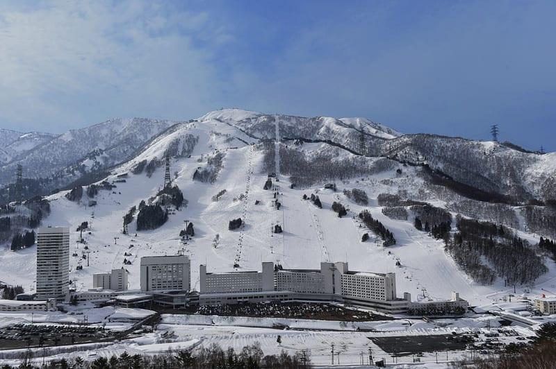 【2018日本滑雪】日本滑雪自由行推薦懶人包!徜徉雪白天堂 第一次滑也不怕!苗場滑雪場 來源:官網