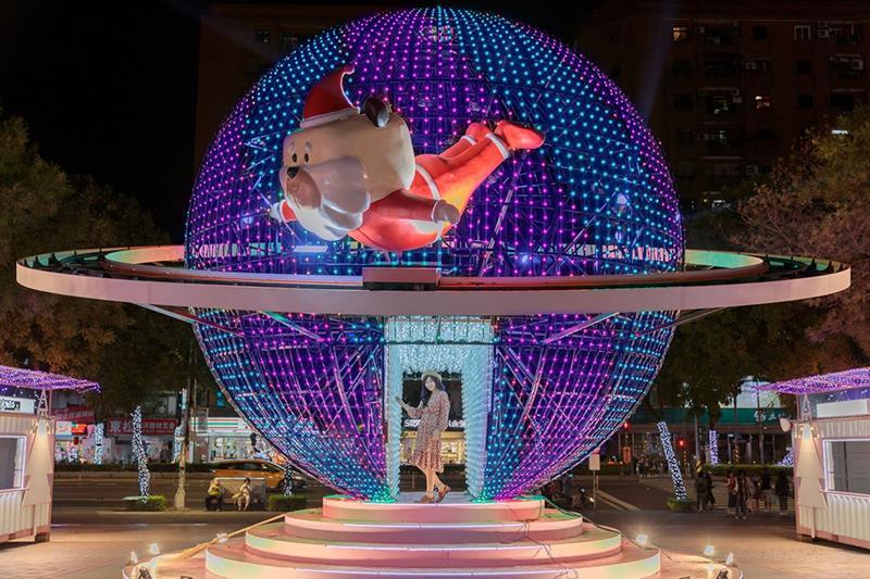 迷幻星球(照片來源:2018新北市歡樂耶誕城活動官網)https://bit.ly/2Px2don