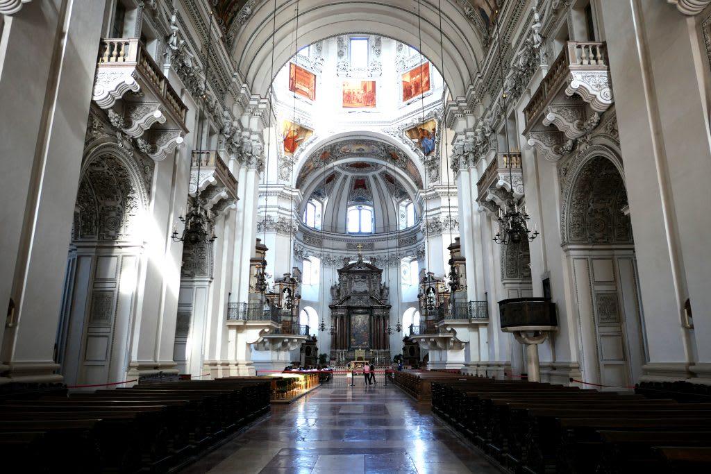 薩爾斯堡大教堂是莫札特受洗的地點,從前面的主教堂廣場到內部的穹頂、壁畫...都十分精彩。