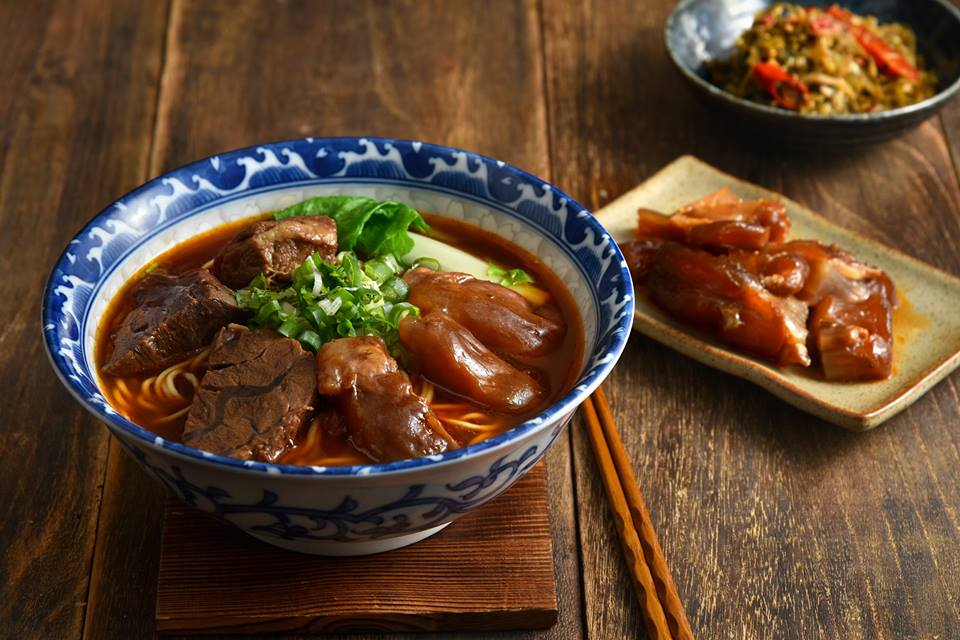 吃這碗牛肉麵就像進行一場頂級牛肉饗宴。(圖片取自牛肉麵 ·雞湯FB粉絲團)