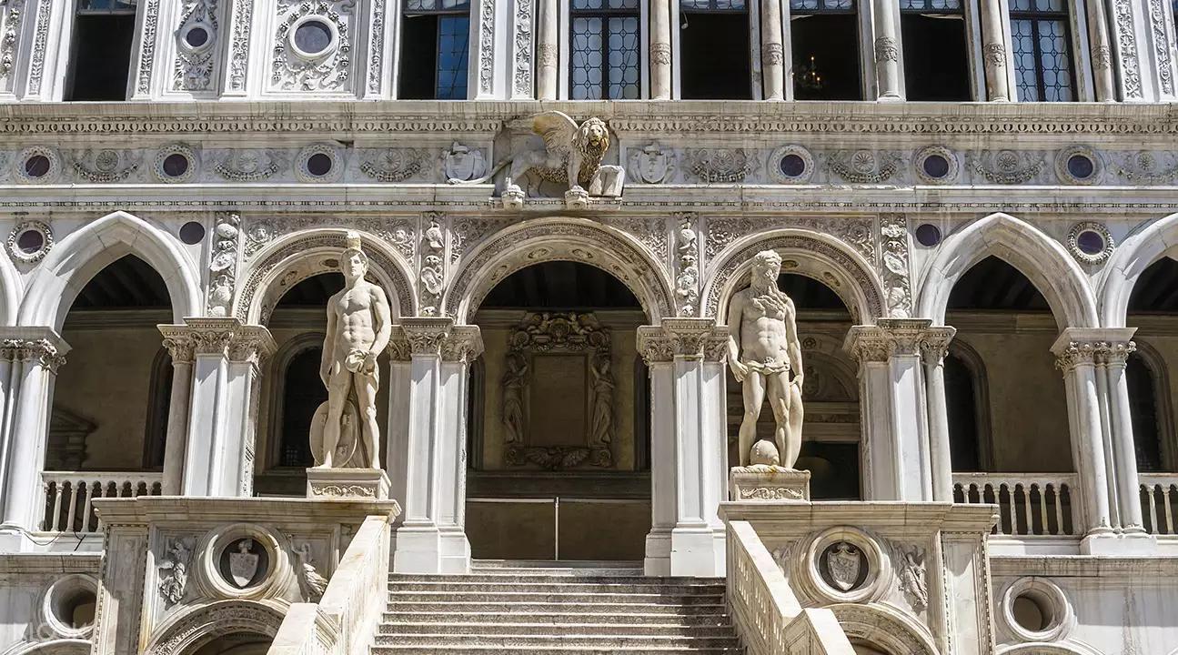 ▲ 宏偉的巨人階梯是歷屆總督進行加冕的地方。