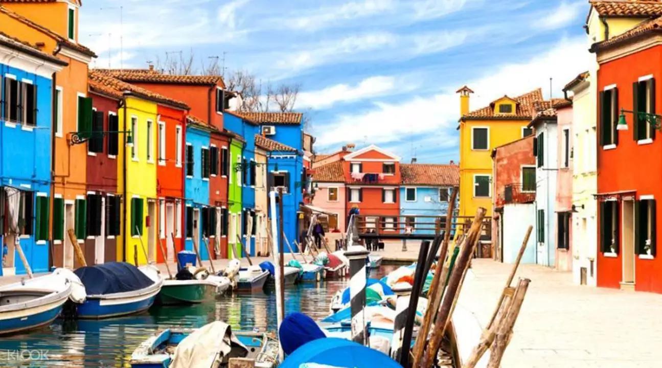▲ 布拉諾島建築繽紛,因此又有彩色島之稱。