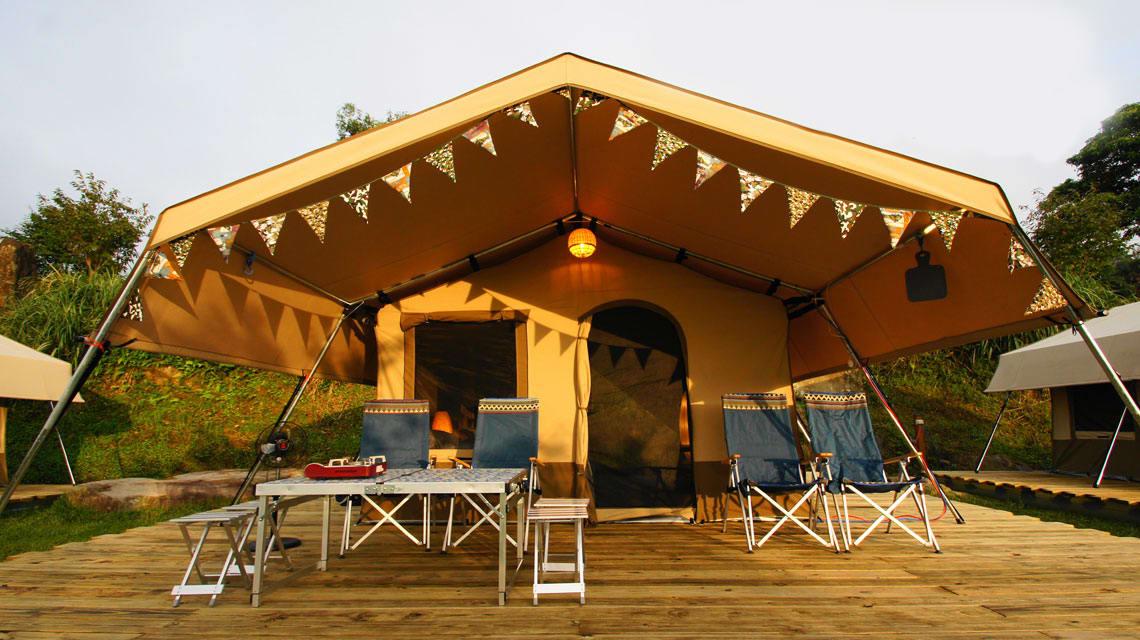 豪華非洲狩獵帳是今年9月剛推出的新設施,相當有原野風格。相片來源:露營樂。