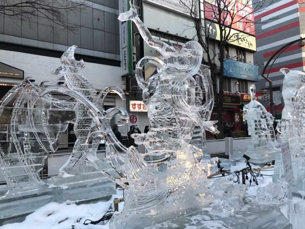 薄野會場栩栩如生的冰雕。(圖片取自tw.tokyocreative.com)
