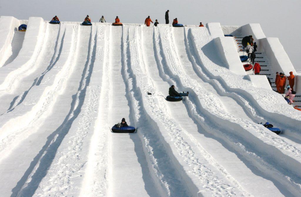 TSUDOME會場的巨型白雪溜滑梯。(圖片取自www.gotrip.hk)
