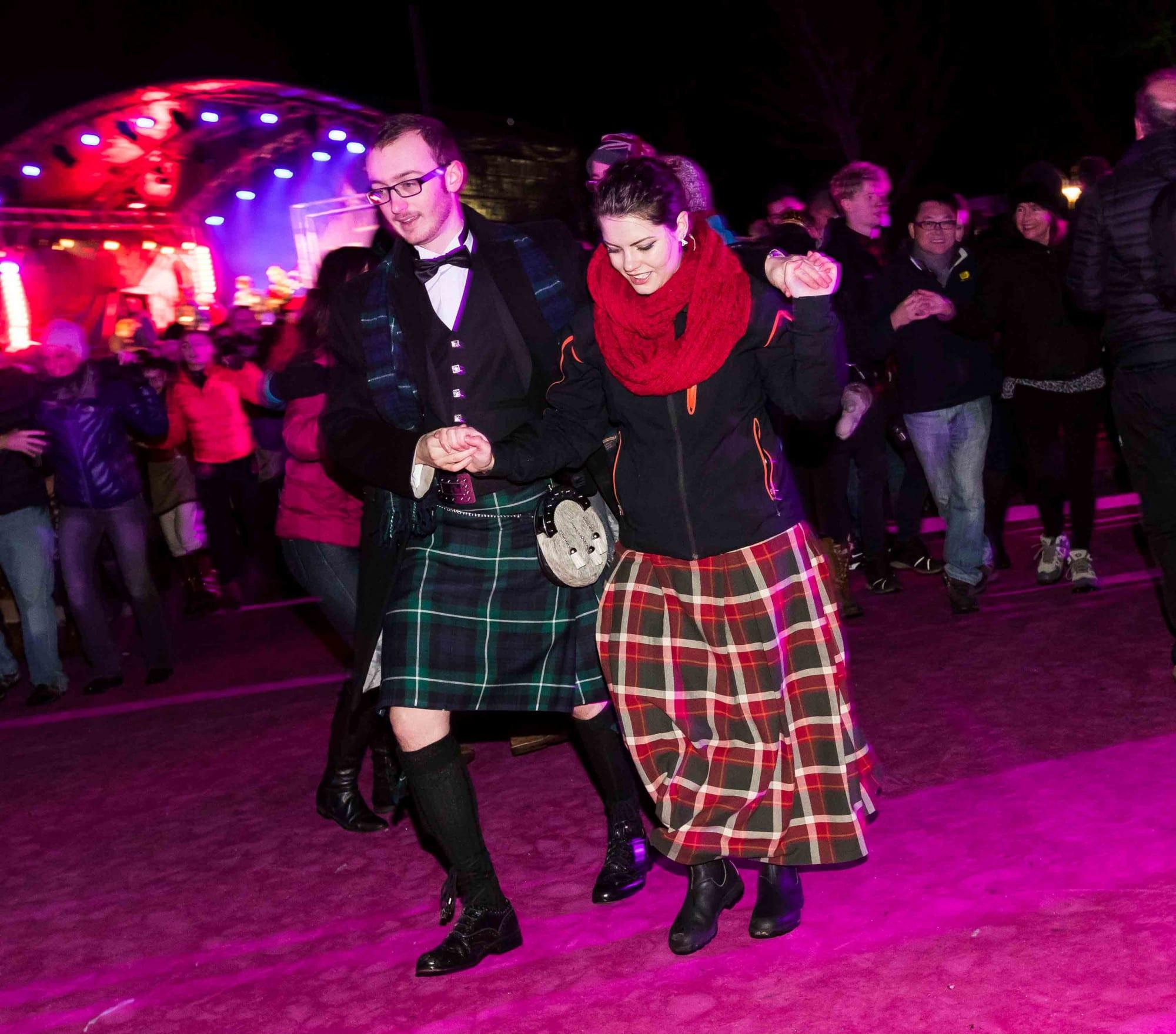 城堡煙火舞會 體驗傳統蘇格蘭舞 www.edinburghshogmanay.com