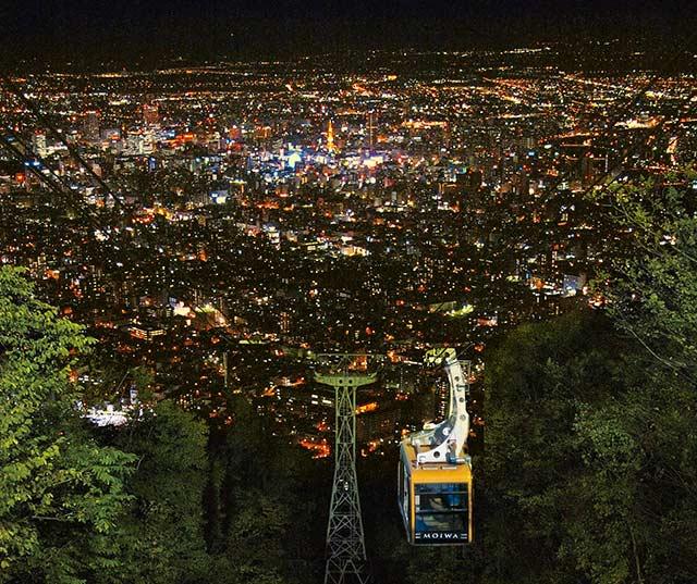 搭乘纜車,來到山頂展望台觀覽一望無際的札幌市景 / https://uu-beihaidao.tw/