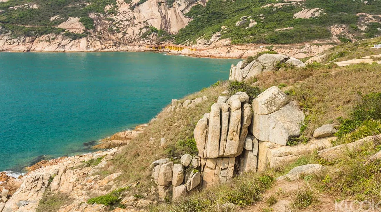▲ 山上諸多奇岩怪石,氣勢驚人。