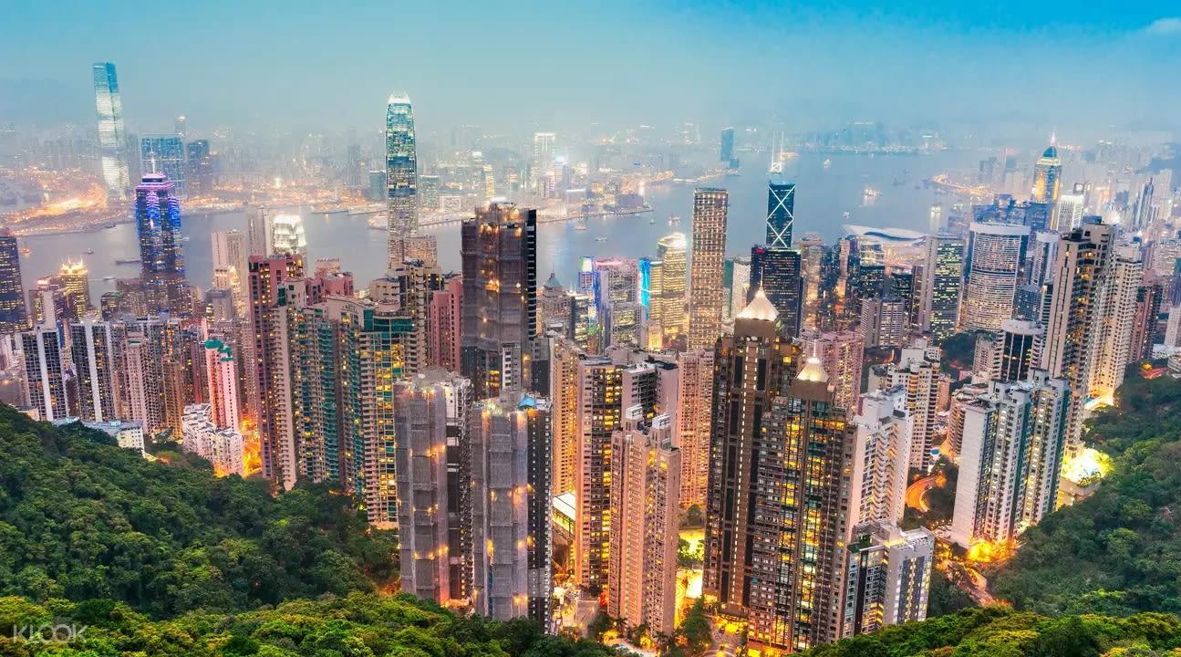 瞧,從太平山上看到的香港夜景,是不是美呆了!