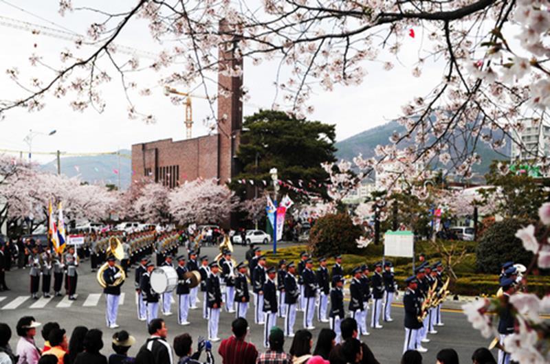 鎮海軍港節(照片來源:KOREA TOURISM ORGANIZATION官網)https://bit.ly/2VGChXy