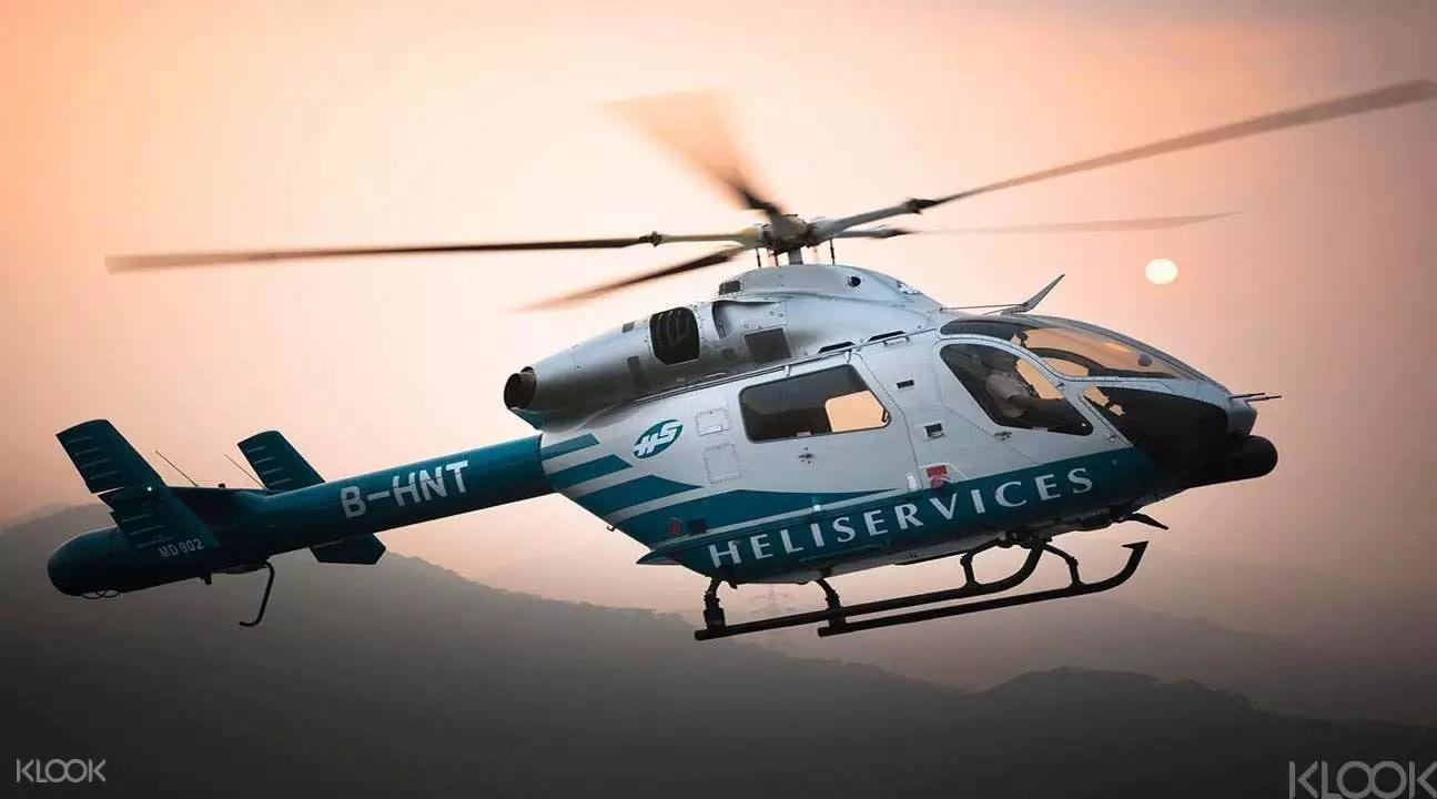 搭上直升機遨遊在香港天際,將香港盡收眼底。